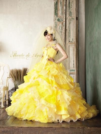 夏の暑さも吹き飛ぶボリュームたっぷりの原色ドレスです shine