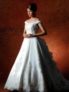 ウェディングドレス WEDDING 正統派のロングトレーンは2WAY