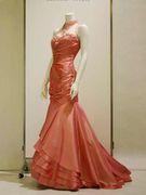 ピンクのマーメイドラインのカクテルドレス