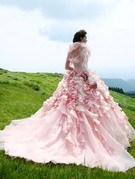 人気のピンクのカラードレス