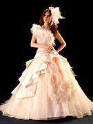 カラードレス アイボリー スパンコールにファーの個性派ドレス