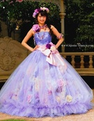 カラードレス ラベンダーのスカートの中にはお花がいっぱいの「Musée de Aya  ミュゼ ドゥ アヤ」
