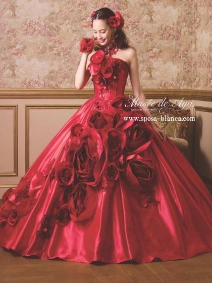 c1ce260a3ef82 バラのモチーフ. 出典:可愛いドレスが揃うSPOSA BLANCAさんはコチラ♡ 赤いドレスって着てみたいけどなんだか気が引けちゃう・・