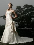 大きめリボンがポイントのマーメイドラインウェディングドレス