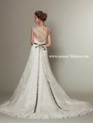 インポートの新作ウエディングドレスは 背中の大きく開いたイタリアメイド