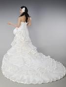 フリルの可愛いマーメードウェディングドレス