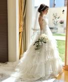 柔らかなオーガンジーが優しく花嫁を包み込んでくれるエアリーなウエディングドレス♡