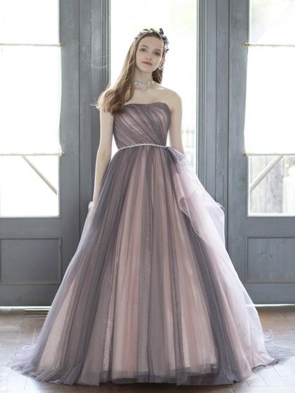 グレイッシュカラードレス ラグランスリーブのブラウスで大人可愛い花嫁に