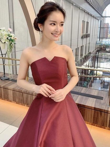 カラードレス 光沢のあるボルドーカラー おとな花嫁に人気のAライン