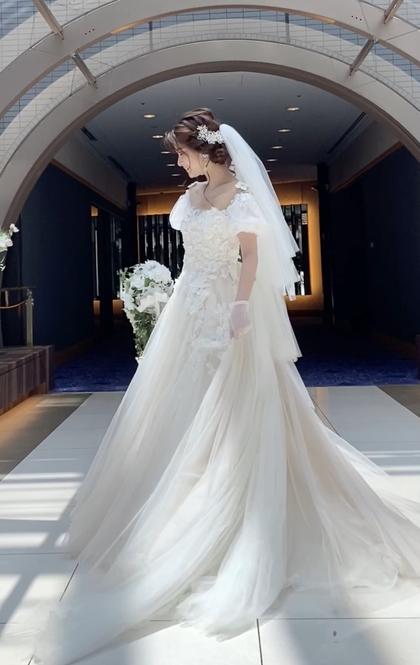 可愛いパフスリーブのウエディングドレス