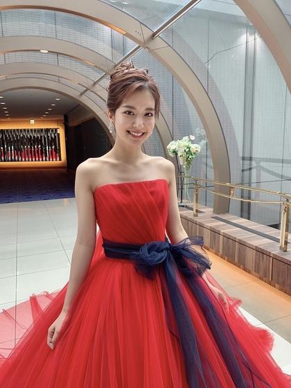 上品で印象的なパワーカラー ビビッドレッドな真っ赤なカラードレス