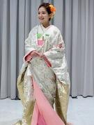 可愛い白地の色打掛 白地金 螺鈿(ラデン)桜柄