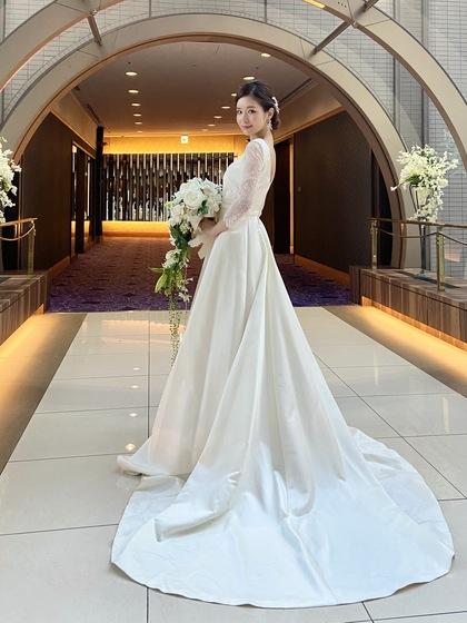 ナチュラル ウエディングドレス 大人花嫁